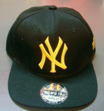 新品☆ニューヨークヤンキース☆黒黄色キャップ☆黄色ロゴ☆NY