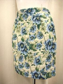【未使用品】バラ模様のミニスカートです