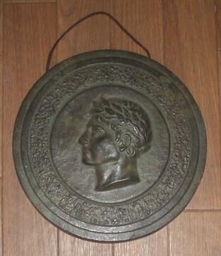 ギリシャ土産青銅色金属製壁掛け21cm程です。