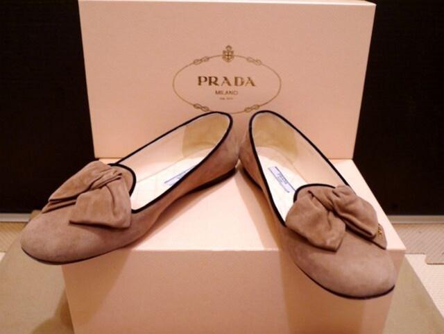 美品◆PRADA プラダ リボンデザイン スエード フラット パンプス < ブランドの