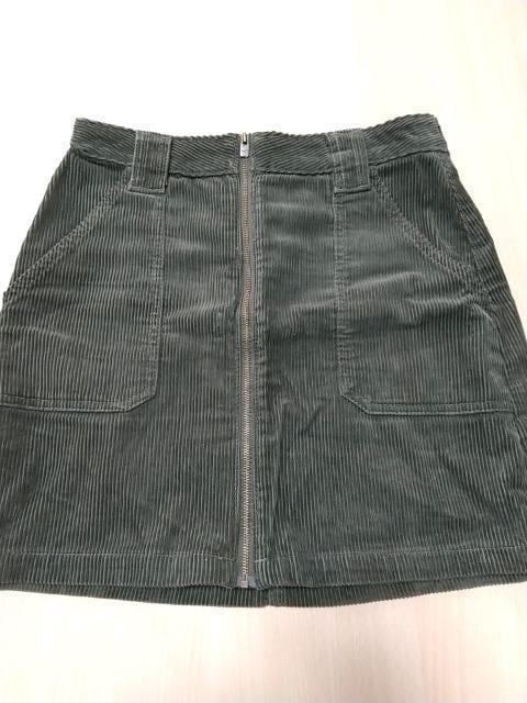 HOLLISTER◆濃いカーキ色のミニスカート◆美品です!  < ブランドの