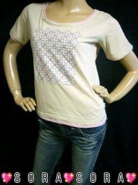 レイヤード風花柄クローバープリントTシャツ