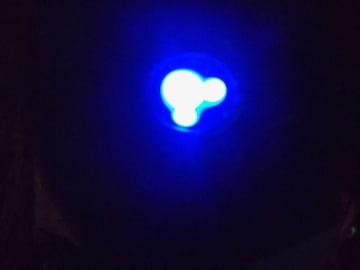 ★新品 スマホ iPhone(可)車 アダプター充電器 ミッキー ブルーに光る●