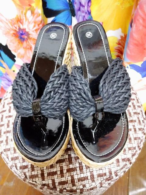 ブラック アミアミ サンダル 36 < 女性ファッションの