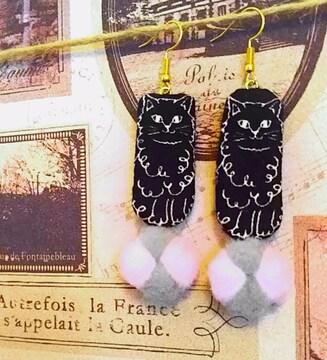 ハンドメイド*・゚サーカス猫のピアス★カール長毛ネコちゃん
