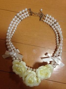 美品☆薔薇3連パールリボンチョーカー☆ネックレス☆結婚式