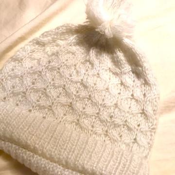 白ラメ入りボンボンニット帽