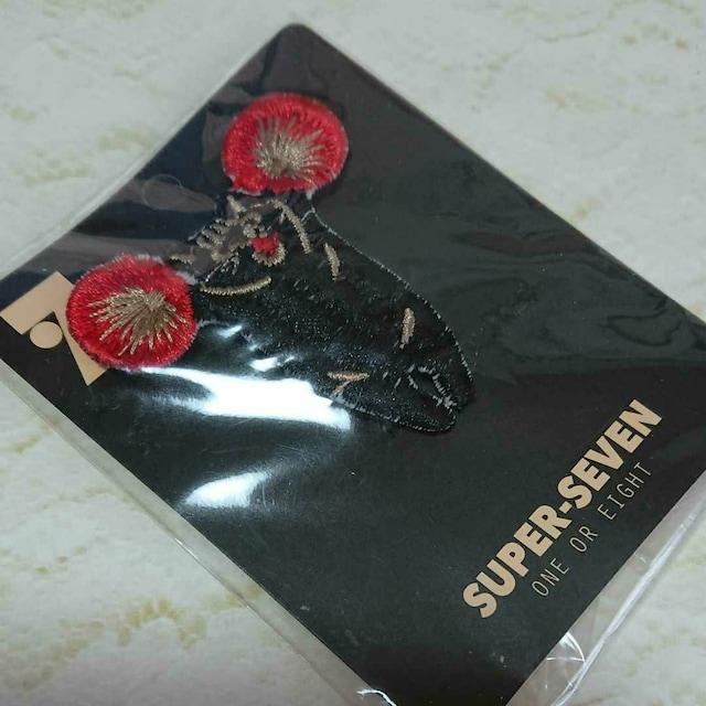 SUPER SEVEN猫刺繍モチーフブローチ 新品未使用 < 女性アクセサリー/時計の