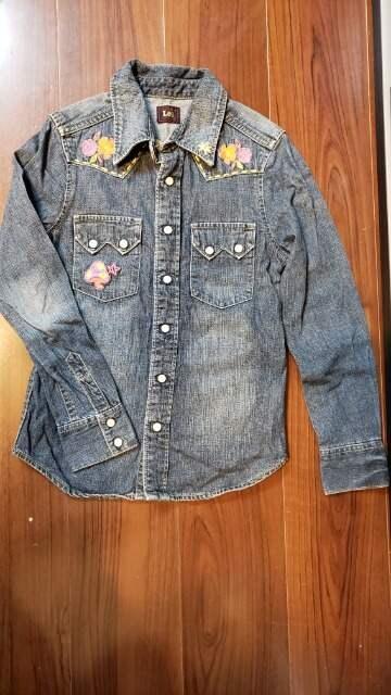 ★1回着用のみ★Lee★刺繍デニムシャツ★サイズ140★EDWIN★  < ブランドの