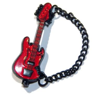 送料無料 エレキギター ベース ブローチ チェーン付き ピンバッジ 赤色