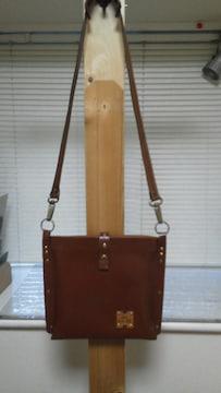 革の魅力 / 中古 / ハンドメイド  / 革 の ショルダー バッグ  !