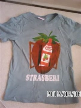 イチゴ&ドリンクボトル絵画風グラフィックTシャツ