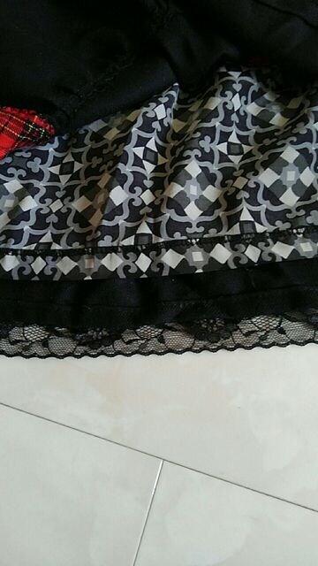 黒フリルスカート < 女性ファッションの
