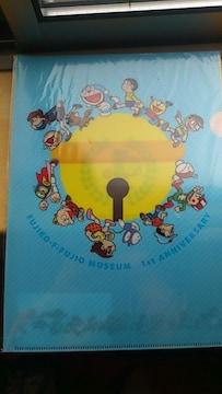 〓ローソンノベルティ〓藤子・F・不二雄ミュージアム一周年記念クリアファイル〓水色〓