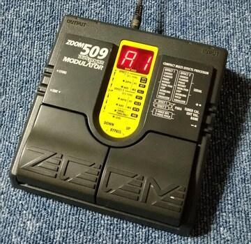 ZOOM 509 DUAL-POWER MODULATOR