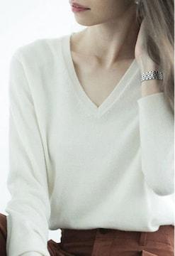 ユニクロ カシミヤ100% Vネックセーター オフホワイト M